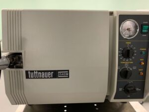 TUTTNAUER 2540M Sterilizer for sale